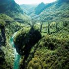 Brücke über den Fluss Tara in Montenegro: Der Ausbau der grenzüberschreitenden Infrastruktur ist ein Schlüsselthema für die wirtschaftliche Entwicklung der Westbalkanstaaten. Foto: Botschaft Montenegros in Berlin