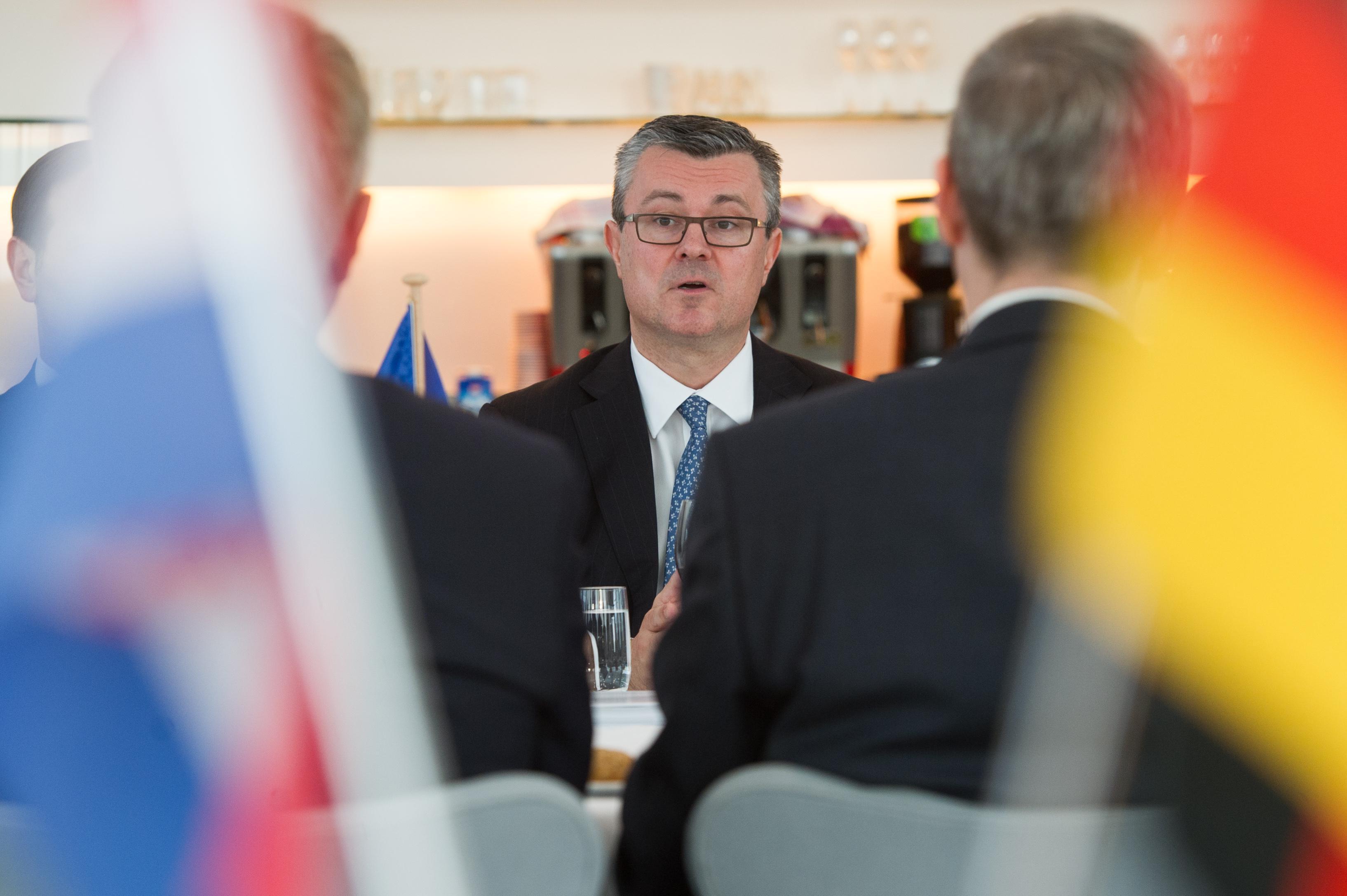 Orescovic im Gespräch mit Unternehmensvertretern